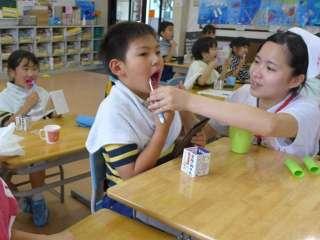 歯科専門学校生によるブラッシング指導